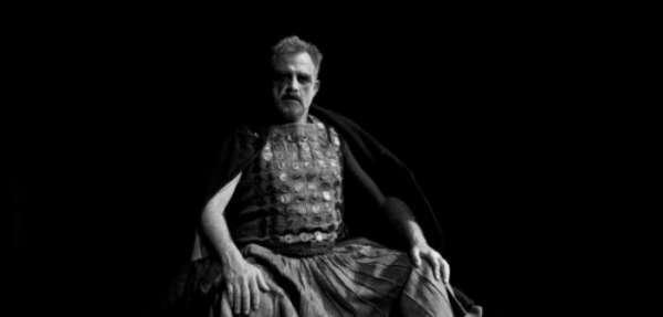 Στο ΔΗ.ΠΕ.ΘΕ. Αγρινίου ο «Ληστής» με τον Πασχάλη Τσαρούχα, σε σκηνοθεσία Σταμάτη Κραουνάκη