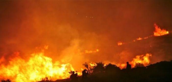 Πυρκαγιά τα μεσάνυχτα στο Καινούριο (ΔΕΙΤΕ ΦΩΤΟ-ΒΙΝΤΕΟ)