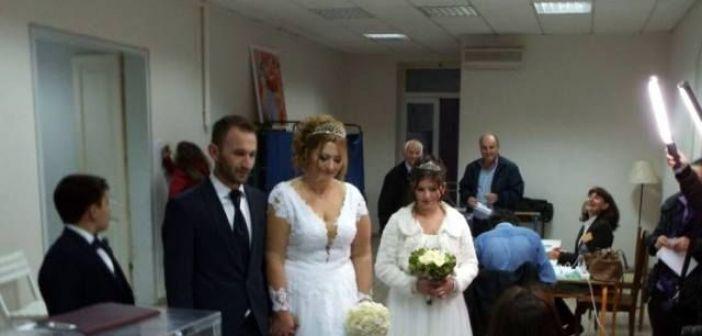 Παντρεύτηκαν και πήγαν να ψηφίσουν για την κεντροαριστερά!