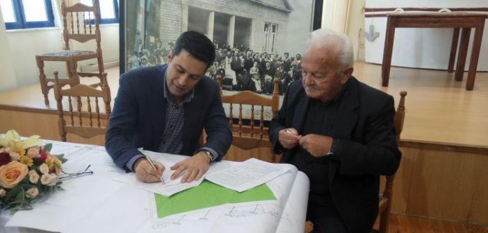 Έπεσαν οι υπογραφές για την ανακατασκευή του γηπέδου του Αγίου Κωνσταντίνου (ΔΕΙΤΕ ΦΩΤΟ)