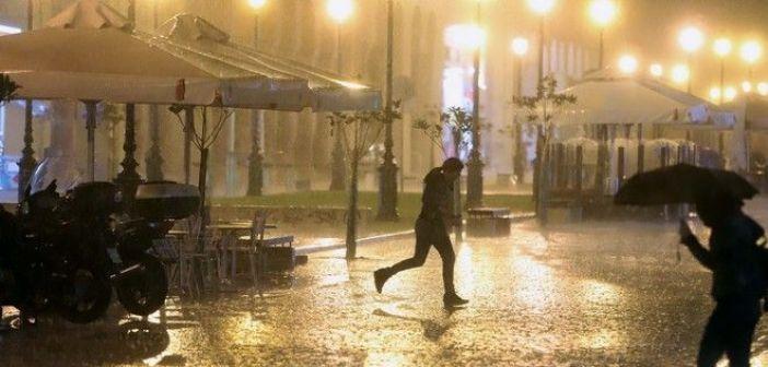 Βροχές, ισχυρές καταιγίδες και χιονοπτώσεις