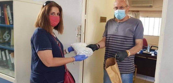 Η Ένωση Γυναικών Παναιτωλίου παρέδωσε μάσκες για τους μαθητές στο Λύκειο Παναιτωλίου (ΦΩΤΟ)