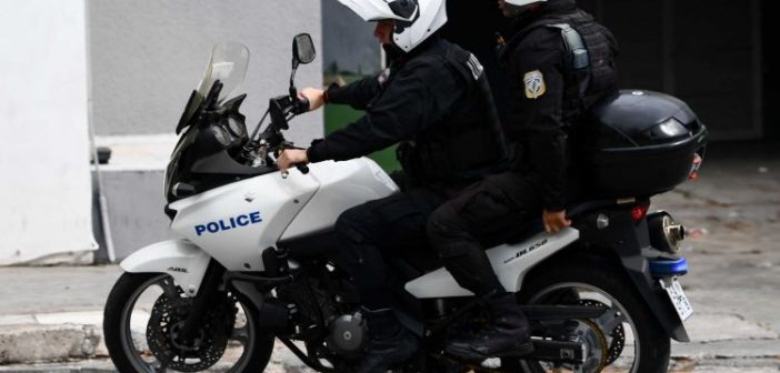 Αγρίνιο: Δύο συλλήψεις κυνηγών μετάλλων σε πυλωτή πολυκατοικίας