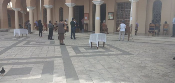 Αγρίνιο: Λειτουργία στις εκκλησίες σήμερα με πιστούς σε αποστάσεις (ΦΩΤΟ)