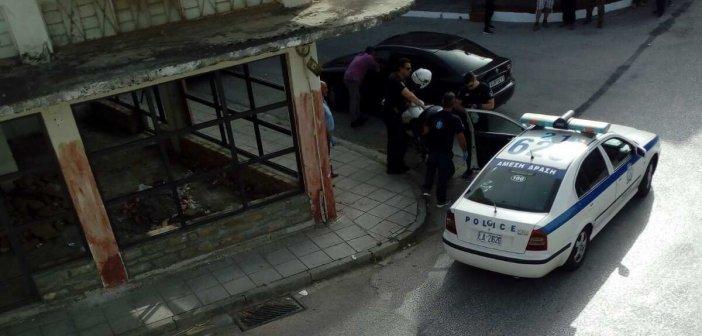 Καλύβια: Συνελήφθη ο 47χρονος που έσπασε τζαμαρίες με τσαπί