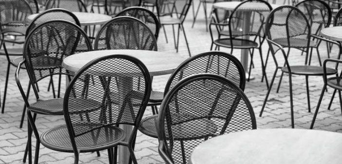 Εστίαση: Στο 11% ο ΦΠΑ, φθηνότερα ο καφές και τα αναψυκτικά – Μείωση και στα εισιτήρια