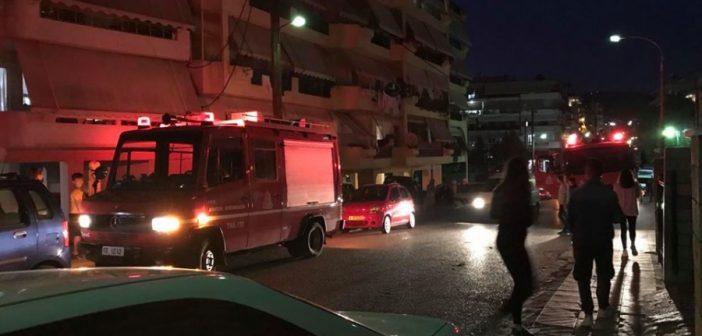 Φωτιά σε πολυκατοικία στην οδό Φιλελλήνων (ΦΩΤΟ)