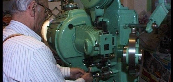 Ταξίδι στο χρόνο: Ο Αγρινιώτης Κώστας Κάππας που είχε μετατρέψει τον κήπο του σε θερινό κινηματογράφο (ΔΕΙΤΕ ΦΩΤΟ)