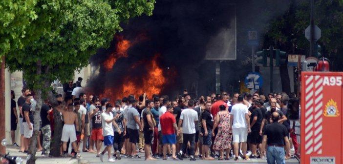 Λάρισα: Επιθέσεις σε δημοσιογράφους και σε Αγοραστό, Καλογιάννη στον οικισμό των Ρομά (VIDEO + ΦΩΤΟ)