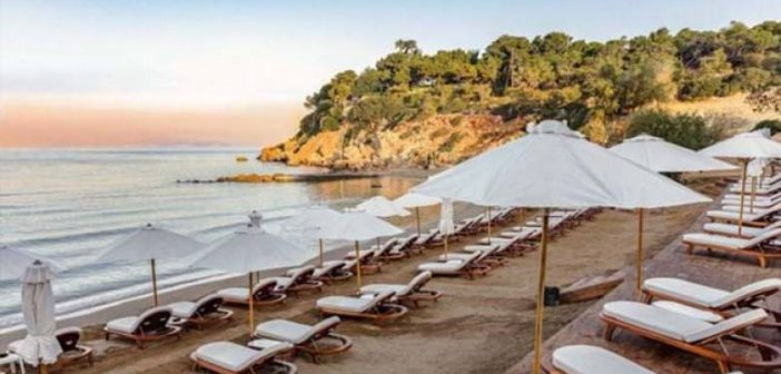 Ανοίγουν το Σαββατοκύριακο οι οργανωμένες παραλίες