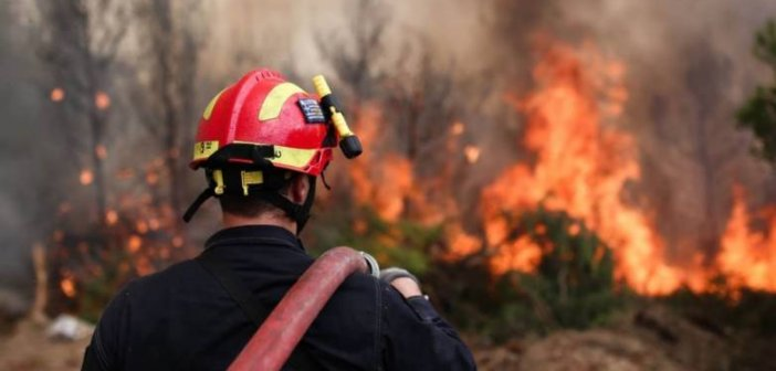 Δυτική Ελλάδα: Τραυματίστηκε πυροσβέστης ενώ έδινε μάχη με τις φλόγες στην Ηλεία