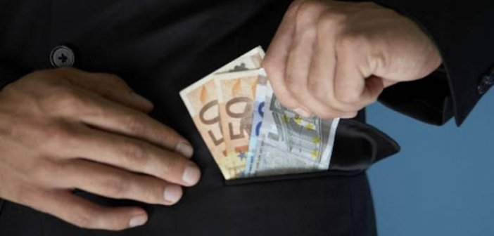 Δυτική Αχαΐα: Τον εκβίαζαν για χρήματα, του πήραν το όχημα και του ζήτησαν να τους το μεταβιβάσει-Στον Εισαγγελέα οι συλληφθέντες
