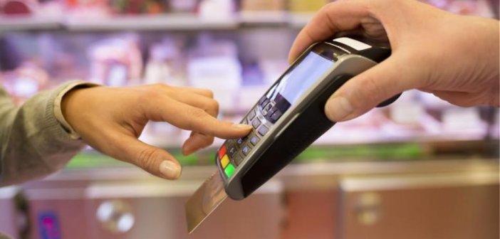 Το πλαστικό χρήμα εξαπλώνεται: Τέσσερις στις 10 συναλλαγές των Ελλήνων με κάρτες είναι ως €10