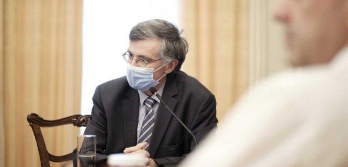 Ο Μητσοτάκης, ο… μασκοφόρος Τσιόδρας και η ερευνητική κοινότητα για τον κορονοϊό (ΦΩΤΟ)