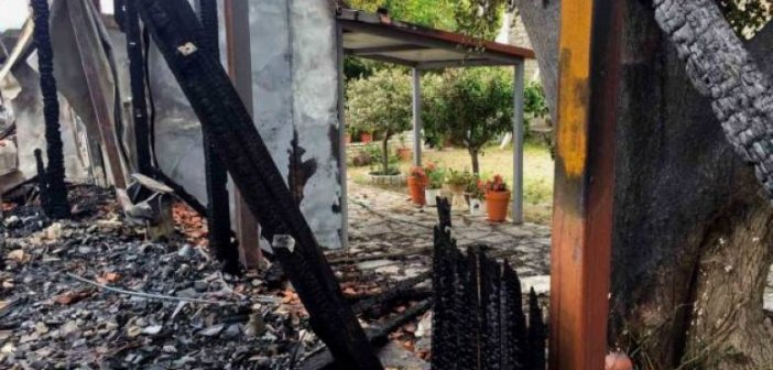 Ευπάλιο: Οδοιπορικό στην Ιερά Μονή Βαρνάκοβας που έγινε στάχτη (VIDEO)