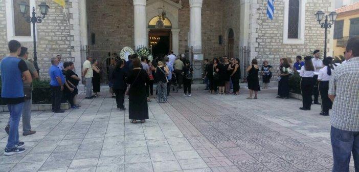 """""""Ράγισαν και οι πέτρες"""" στην κηδεία του 16χρονου Βασίλη στο Μεσολόγγι (ΦΩΤΟ + VIDEO)"""
