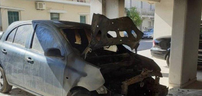 """Μεσολόγγι: Βίντεο λίγο μετά την εμπρηστική επίθεση σε ΙΧ – Ερωτηματικό εάν σχετίζεται με την πυρκαγιά στο """"Αρχοντικό Κατσώτα"""""""