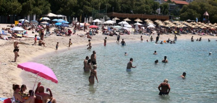 Κορωνοϊός: Τα μέτρα για τις παραλίες – Τι θα ισχύει για ξαπλώστρες, φαγητό, ποτό και μάσκα έως τέλος Ιουλίου