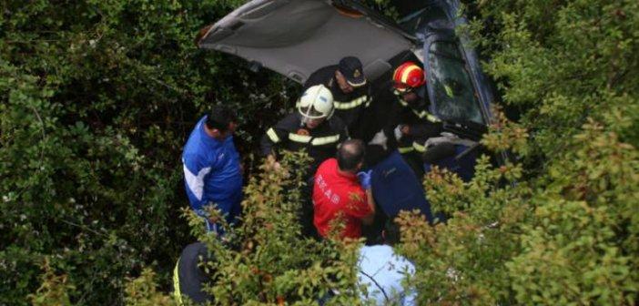 Δυτική Ελλάδα: Σε γκρεμό έπεσε αυτοκίνητο στην Χαλανδρίτσα – Πυροσβέστες απεγκλώβισαν ένα άτομο – Μεταφέρθηκε στο νοσοκομείο