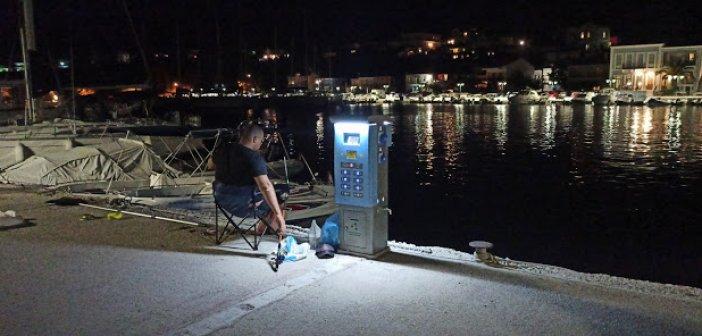 Εγκαταστάθηκαν πίλαρ στο λιμάνι Παλαίρου (ΦΩΤΟ)