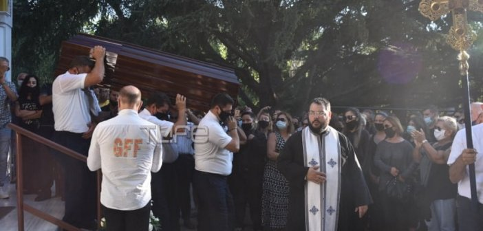 Γιάννης Πουλόπουλος: Θλίψη στην κηδεία του τραγουδιστή της αγάπης, στο Κοιμητήριο της Κηφισιάς