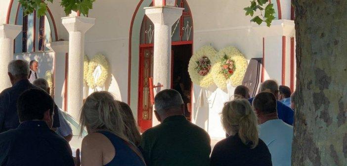 Αιτωλοακαρνανία: Βουβός πόνος και απέραντη θλίψη στην κηδεία του Γιάννη Τσιλίκα (ΔΕΙΤΕ ΦΩΤΟ)