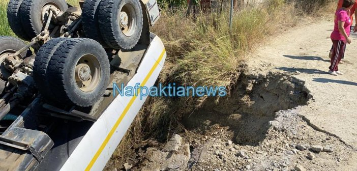 Τουμπάρισε υδροφόρα του Δ.Αγρινίου στο Παραδείσι – Τραυματίας ο οδηγός (VIDEO+ΦΩΤΟ)