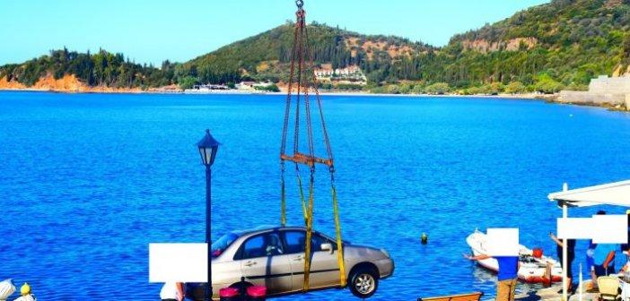 Αυτοκίνητο έπεσε στη θάλασσα στο Μοναστηράκι Δωρίδας