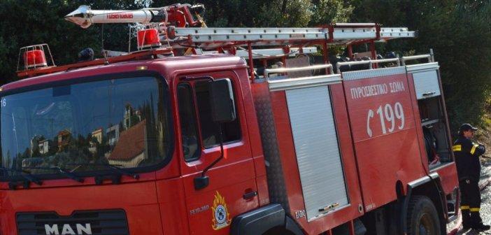 Μεγάλη κινητοποίηση της Πυροσβεστικής για φωτιά στα Όχθια