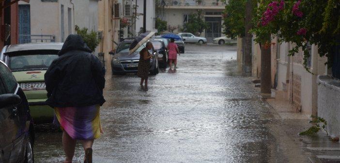 ΕΚΤΑΚΤΟ: Πλημμύρισε το Μεσολόγγι από έντονη βροχόπτωση (ΦΩΤΟΟ)