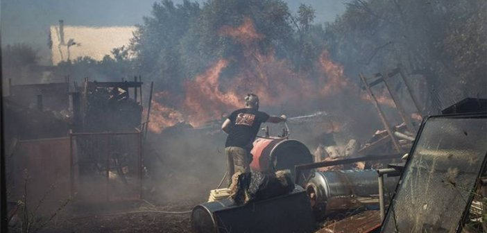 Μεγάλη φωτιά στην Αρτέμιδα: Εκκενώνεται οικισμός – Κινδυνεύουν σπίτια
