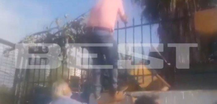 Κατάληψη σε σχολείο: Πατέρας πάει να μπει μέσα και… τρώει καρέκλα