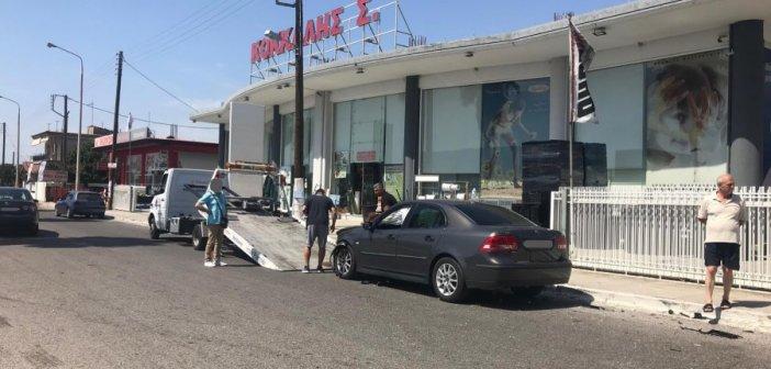 Γυναίκα οδηγός στο νοσοκομείο μετά από τροχαίο στην είσοδο του Παναιτωλίου