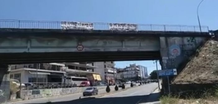 Αγρίνιο: Πανό για την συνεπιμέλεια των παιδιών (VIDEO)