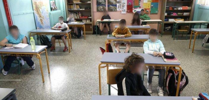 Αυτή είναι η ΚΥΑ για σχολεία και φροντιστήρια: Απουσία για μαθητές χωρίς μάσκα