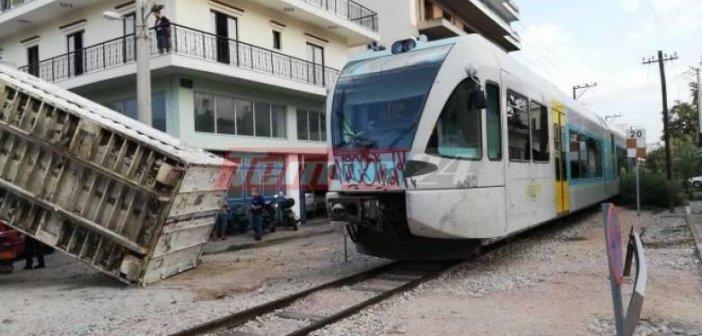 Δυτική Ελλάδα: Τρόμος στον Προαστιακό … Έπεσε πάνω στο τρένο φορτίο νταλίκας (ΦΩΤΟ + VIDEO)