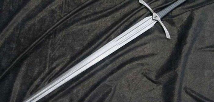 Ναύπακτος: Μπήκε σε κατάστημα και απείλησε με σπαθί