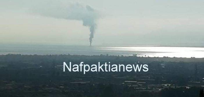 Ναύπακτος: Φωτιά σε σκάφος ανοικτά της Χιλιαδούς με Ψαθόπυργο(VIDEO)