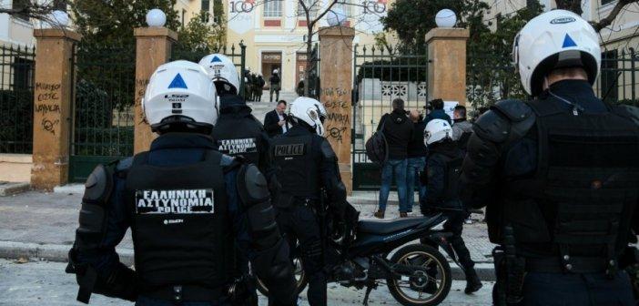 Επίθεση στον πρύτανη της ΑΣΟΕΕ: Τουλάχιστον 5 υπόπτους «δείχνουν» οι κάμερες