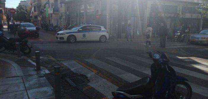 Στο νοσοκομείο γυναίκα που παρασύρθηκε από ταξί στο κέντρο του Αγρινίου (φωτο)