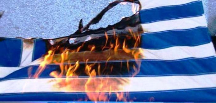 Έκαψαν πάλι την Ελληνική Σημαία του Σχολείου Δεύτερης Ευκαιρίας Αγρινίου (ΔΕΙΤΕ ΦΩΤΟ)
