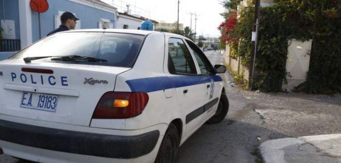 Κατασκεύαζε πεζοδρόμιο σε δημόσιο δρόμο στο Θέρμο και συνελήφθη