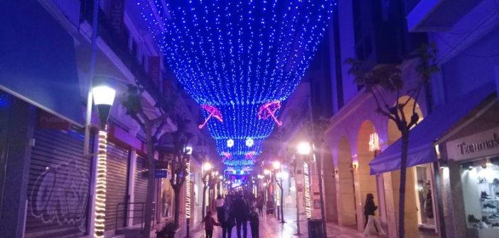 """""""Άρωμα"""" Χριστουγέννων στο Αγρίνιο-Άναψε ο Χριστουγεννιάτικος διάκοσμος"""