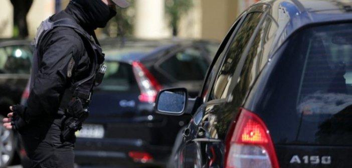 Πόσα άτομα επιτρέπονται σε αμάξι και ταξί – Η νέα ΚΥΑ λύνει όλες τις απορίες για τους πολίτες
