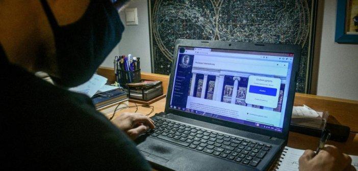 Τηλεκπαίδευση: Οι δήμοι θα ενισχύσουν οικογένειες με laptop