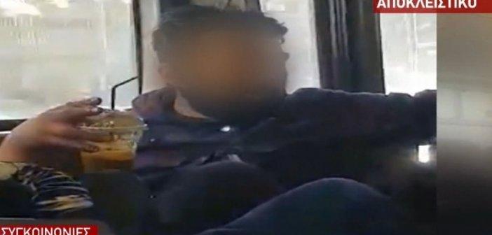 Μερακλής καθόταν σε λεωφορείο χωρίς μάσκα, με καφέ και τσιγάρι στο χέρι (vid)