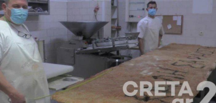 Αρτοποιός από την Κρήτη έφτιαξε λαγάνα-γίγας – Ζυγίζει… μόνο 60 κιλά