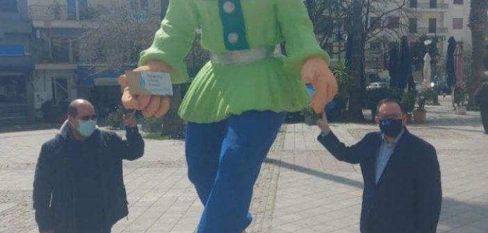 Τοποθέτηση καρναβαλικών μπαστάκων σε Αγρίνιο και Μεσολόγγι