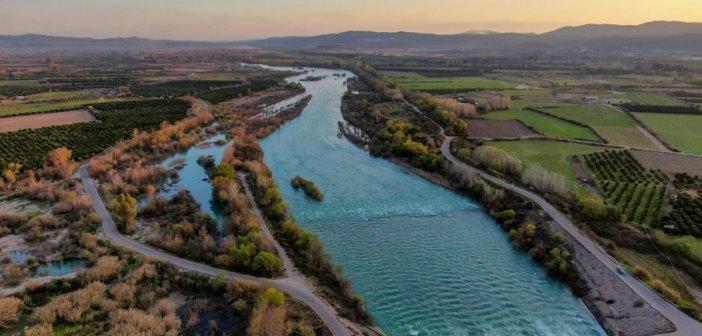 Καλύβια: Εικόνες με drone από τη γέφυρα στον Αχελώο