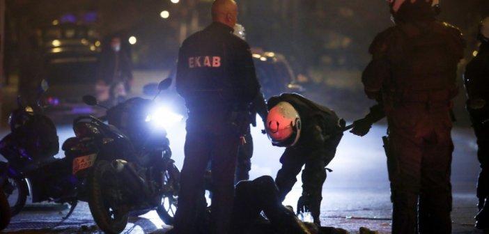 Νέα Σμύρνη: Στην ανακρίτρια ο «σπρίντερ» που φέρεται να «γκρέμισε» τον αστυνομικό